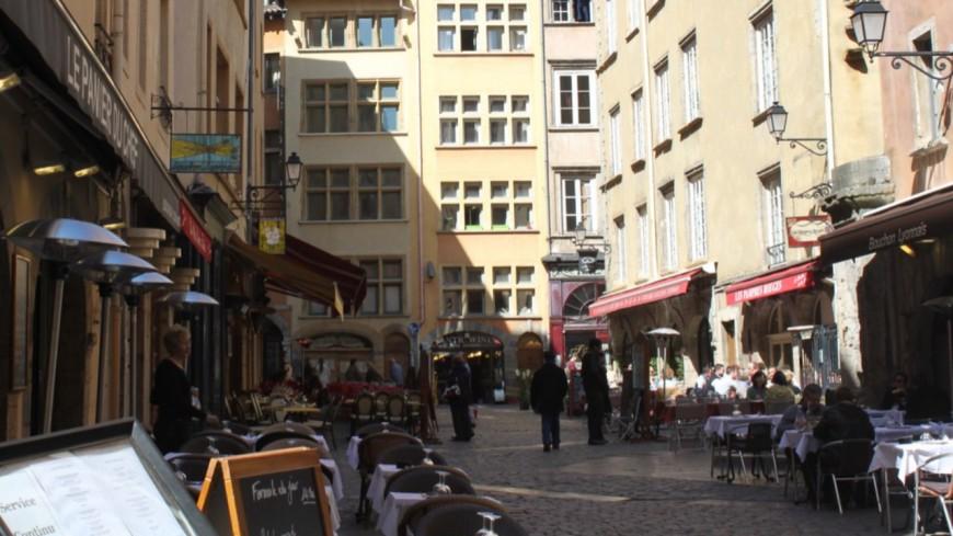 Sortie du confinement : les commerces, les terrasses et les lieux de culture rouvriront le 19 mai à Lyon et partout en France