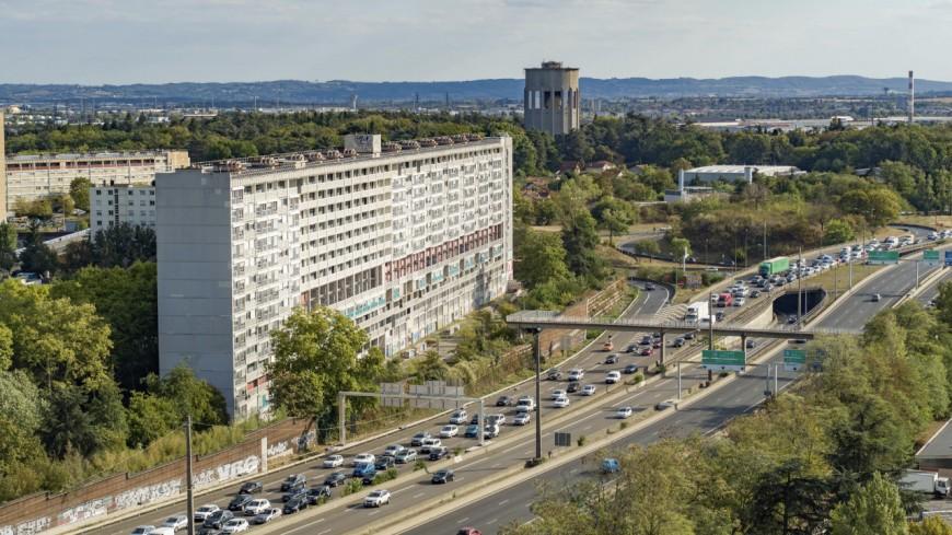 Près de Lyon : à l'année prochaine pour la démolition totale de l'UC1 Bron-Parilly
