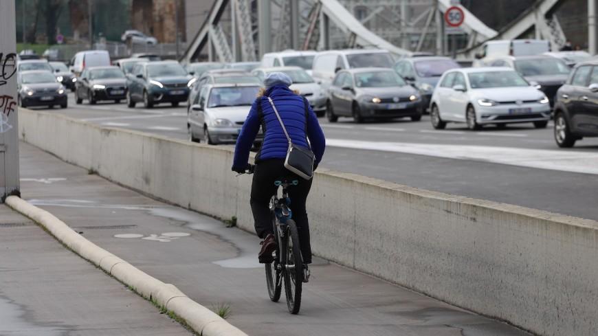 """Pierre Chasseray (40 millions d'automobilistes) : """"Le fait d'avoir un vélo à Lyon ne fait pas de vous quelqu'un de supérieur"""""""