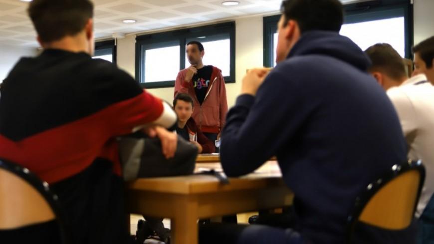 Lyon : les collégiens et lycéens font leur retour en classe