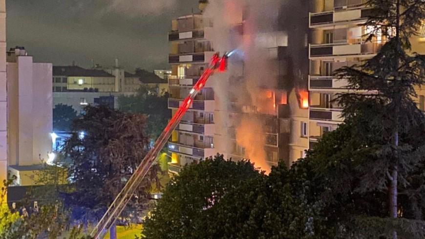 Sainte-Foy-lès-Lyon : douze blessés lors du violent incendie d'un immeuble(MàJ)