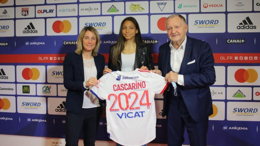 """OL féminin : Delphine Cascarino prolonge jusqu'en 2024 """"pour décrocher le Ballon d'Or"""""""