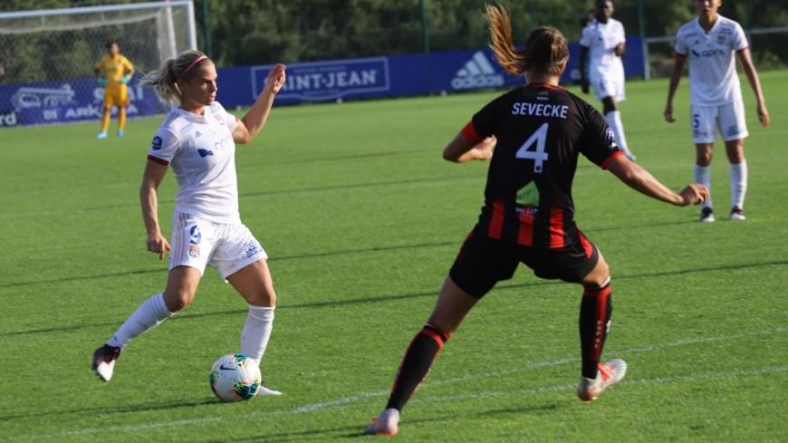 D1 Arkema : victoire facile pour l'OL féminin face à Issy (0-4)