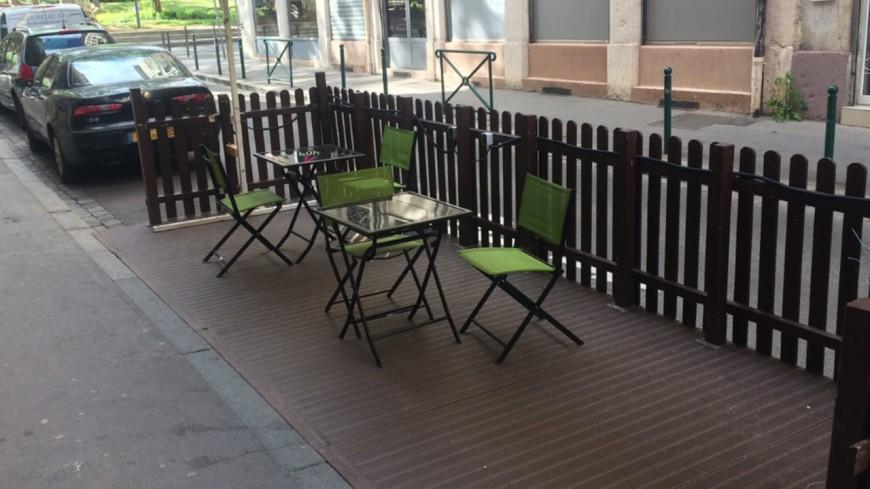 Covid-19 : les terrasses des cafés, des bars et des restaurants vont bien rouvrir le 19 mai à Lyon et partout en France