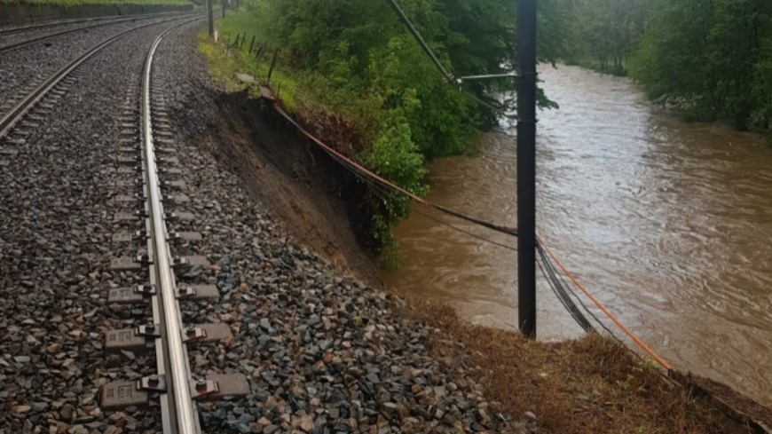 Le trafic des TER interrompu entre Lyon et Saint-Etienne après l'affaissement d'une caténaire