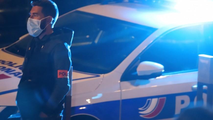 Il provoque un accident avec un policier pas encore en service et tente de prendre la fuite