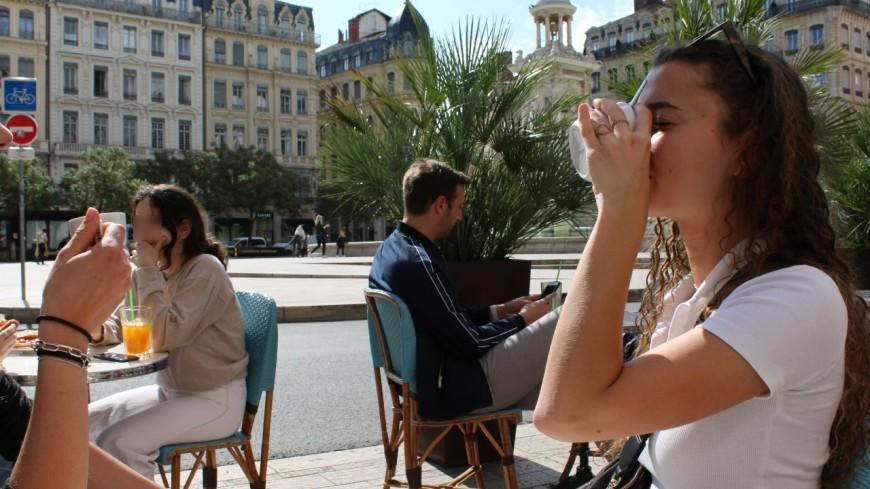 """Réouverture des terrasses à Lyon : """"c'est la folie depuis une semaine"""""""