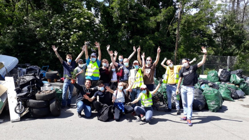 Villeurbanne : ils ramassent 2 tonnes de déchets à l'Anneau Bleu