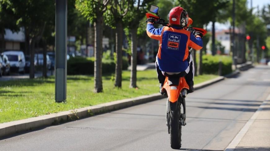 Près de Lyon : il tente de se faire passer pour piéton après un rodéo à moto
