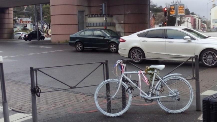 Cycliste tué en 2019 à Caluire : la Ville à Vélo manifeste pour sécuriser le carrefour Saint-Clair