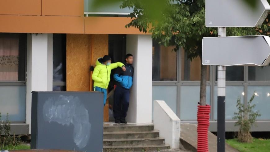 Villeurbanne : un portillon installé contre les trafics de drogue, les dealers l'attaquent à la disqueuse
