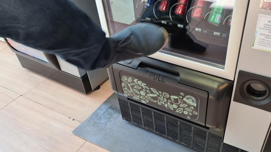 Près de Lyon : les coups de pieds dans le distributeur se terminent par un licenciement