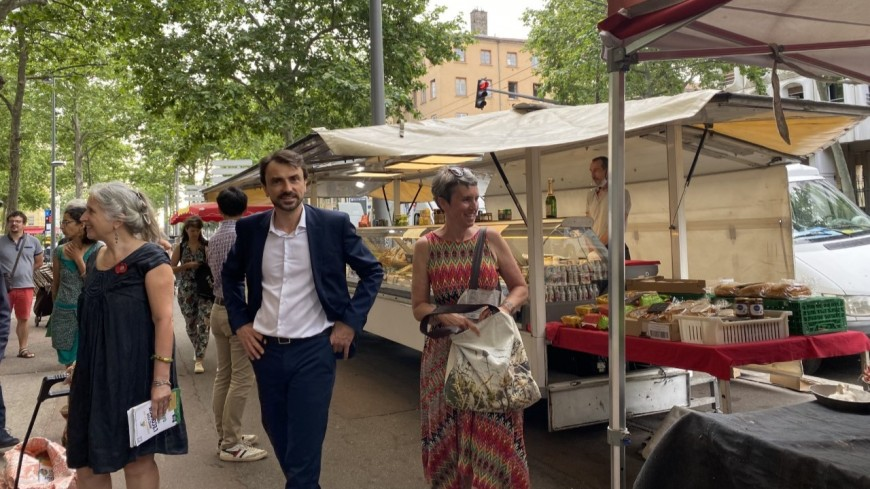 Régionales : Fabienne Grébert, Grégory Doucet et Yannick Jadot au marché de la Croix Rousse