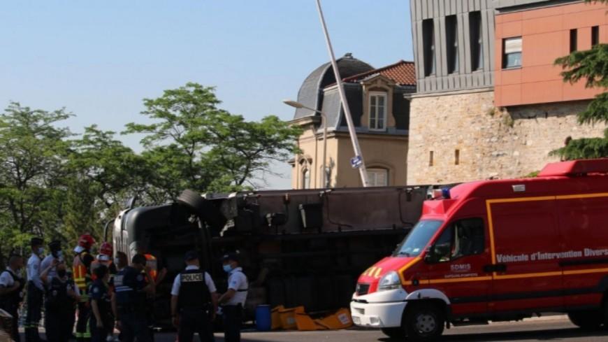 """""""Battons-nous ensemble pour sécuriser cette route"""" : une pétition après les accidents mortels montée de Choulans à Lyon"""