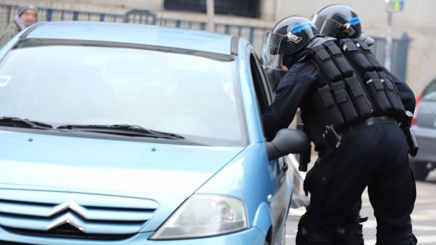 Près de Lyon : condamné après avoir renversé deux policiers en échappant à un contrôle