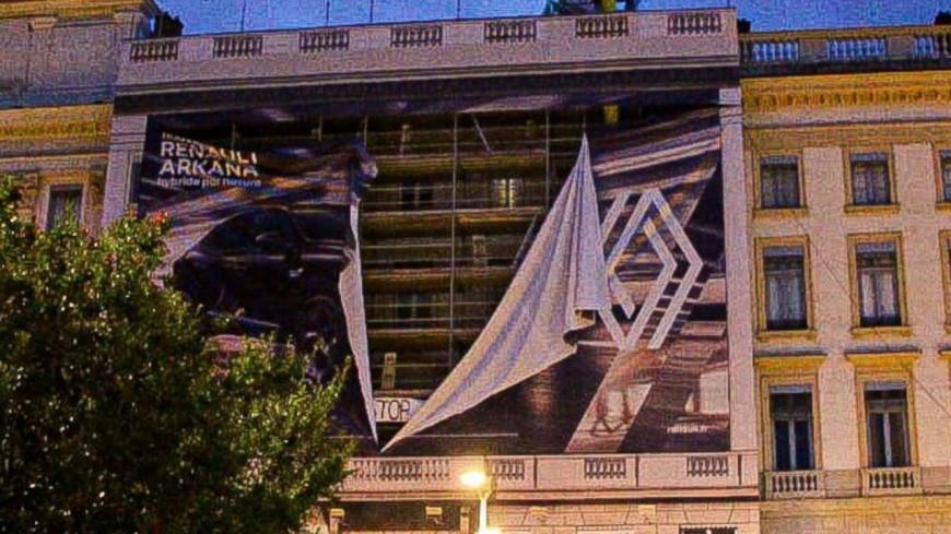 Lyon : la société qui gère les bâches publicitaires dégradées porte plainte et interpelle Grégory Doucet