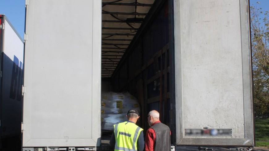 Près de Lyon : le routier fait une pause dans le Beaujolais, huit migrants sortent de son camion