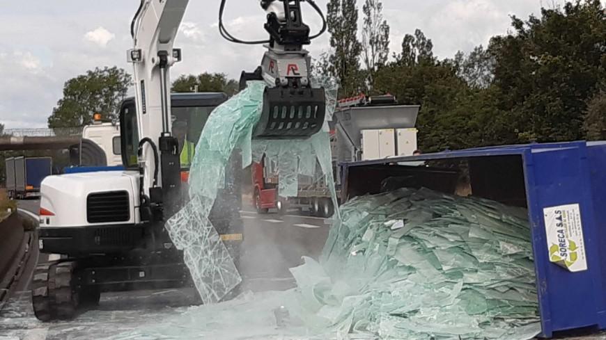 Près de Lyon : une benne transportant du verre se renverse sur l'A46