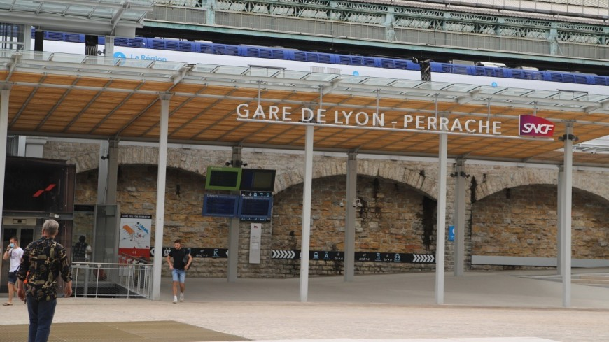 Lyon : il ne porte pas de masque dans la gare et menace de mort deux agents
