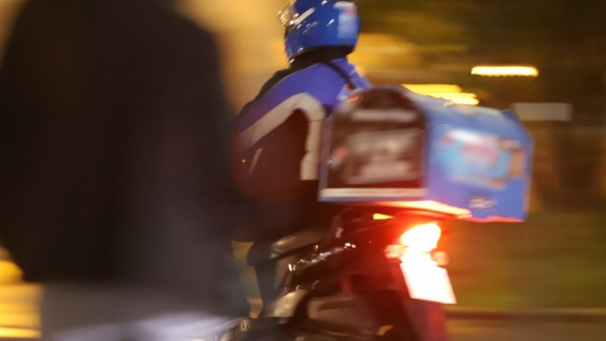 Lyon : ils font tomber une livreuse de son scooter pour lui voler ses pizzas