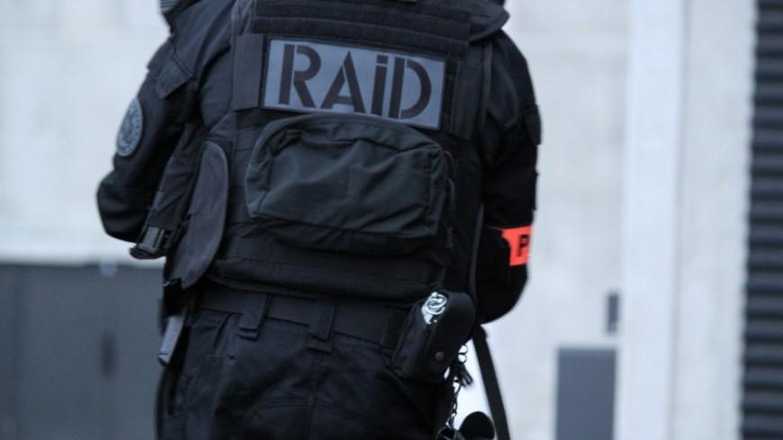 Menacé de mort dans un magasin : trois membres de la communauté des gens du voyage interpellés par le RAID près de Lyon