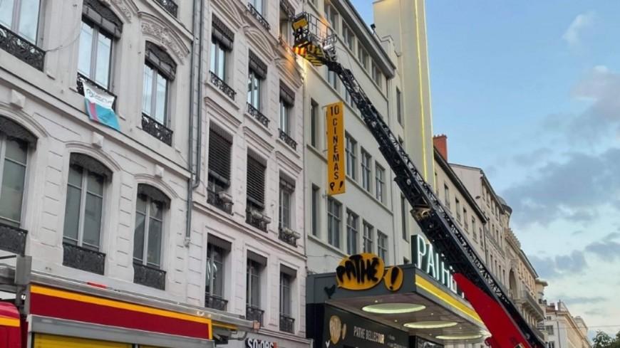 Alerte incendie à Lyon : les pompiers déploient la grande échelle rue de la République