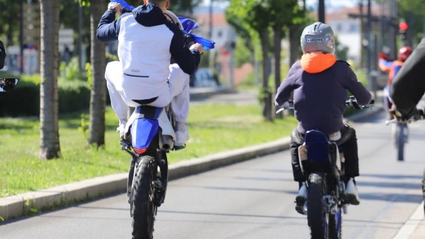 Rodéo urbain près de Lyon : il slalome entre les passants et part en course poursuite avec la police