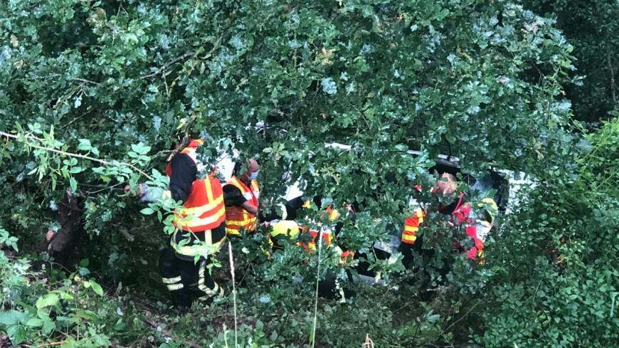 Une voiture tombedans un ravin de 15 mètres près de Lyon