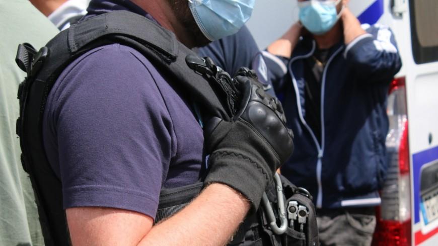 Lyon : il lui fait un câlin pour arracher son collier mais ne voit pas la police à côté