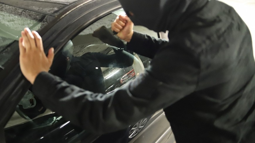 Lyon : il lance des aimants sur des voitures pour les voler