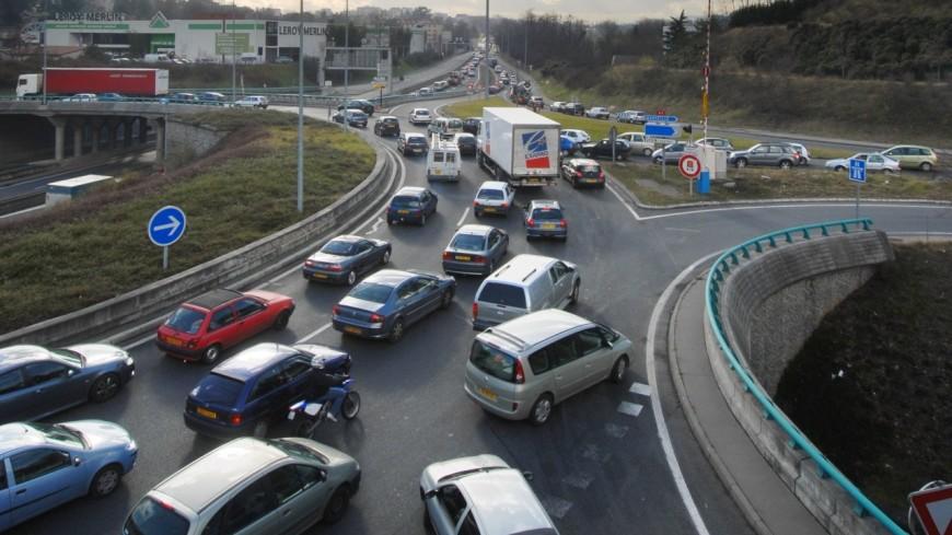 Rhône : de nouveaux panneaux pour la circulation inter-files des deux roues