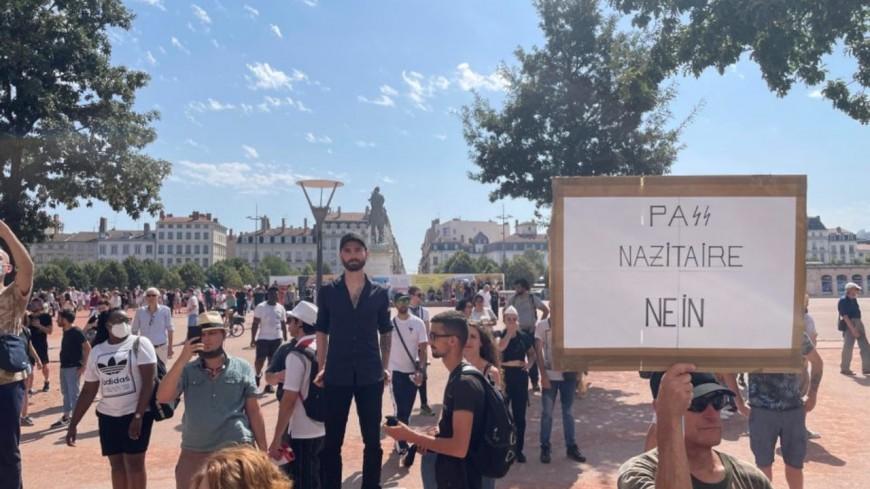 Lyon : près de 3000 manifestants ce samedi dans les rues contre le pass sanitaire, 1 interpellation