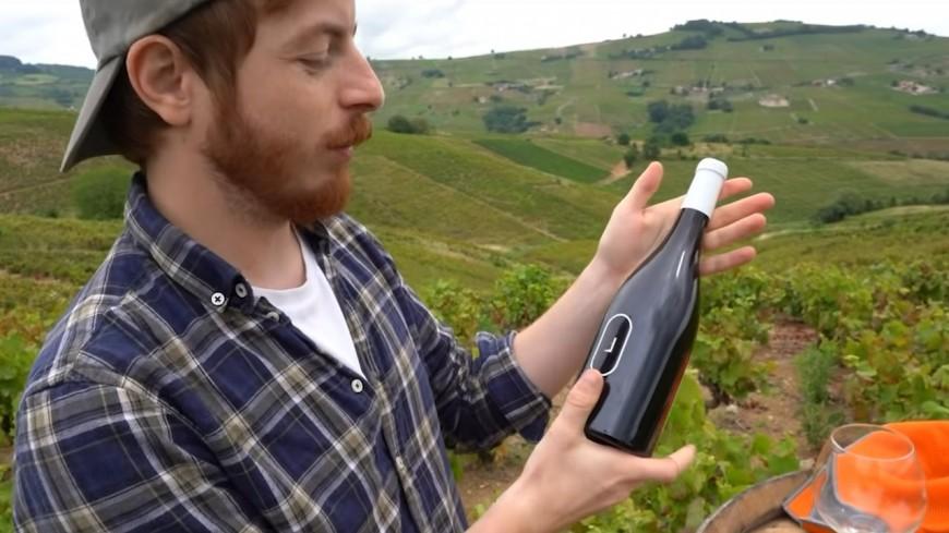 Le célèbre youtubeur Cyrilmp4 se lance dans le vin avec un beaujolais