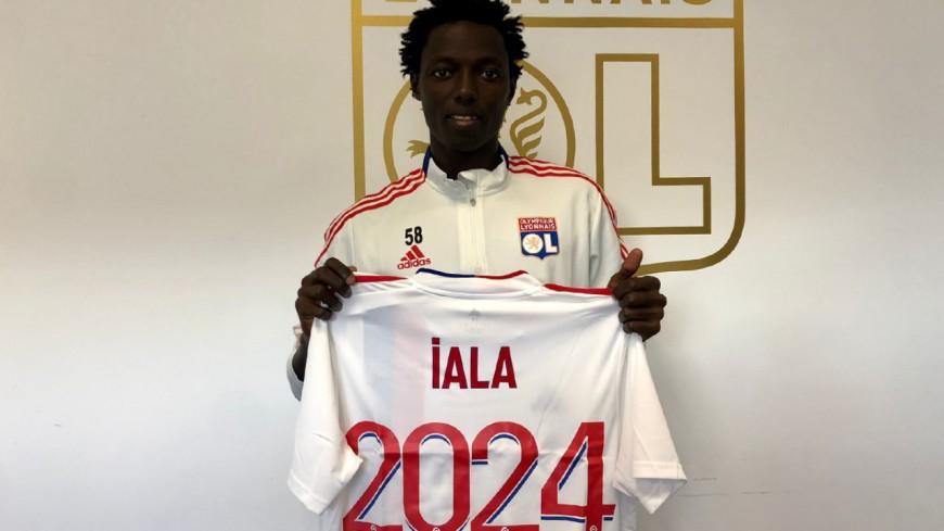 Le jeune Célestino Iala signe un contrat professionnel avec l'OL