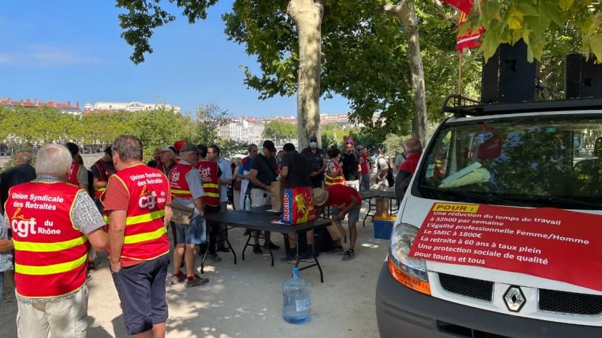 Lyon : une trentaine de salariés devant la préfecture pour exiger le retrait du pass sanitaire