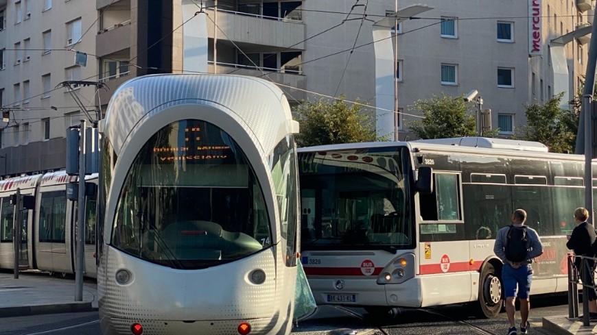 Villeurbanne : deux blessés lors d'une collision entre un bus TCL et un tramway