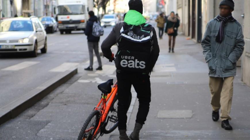 Lyon : rassemblement des livreurs Uber Eats pour soutenir ceux qui ont été bloqués