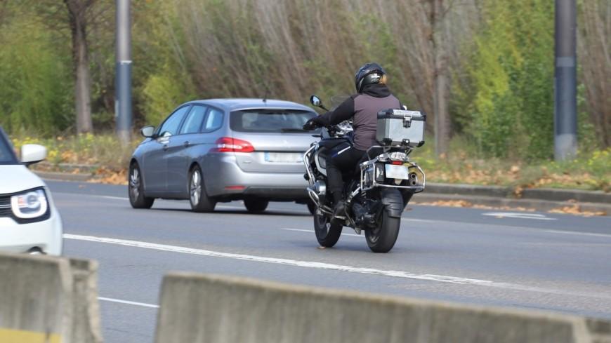 Près de Lyon : un homme interpellé après avoir renversé une motarde