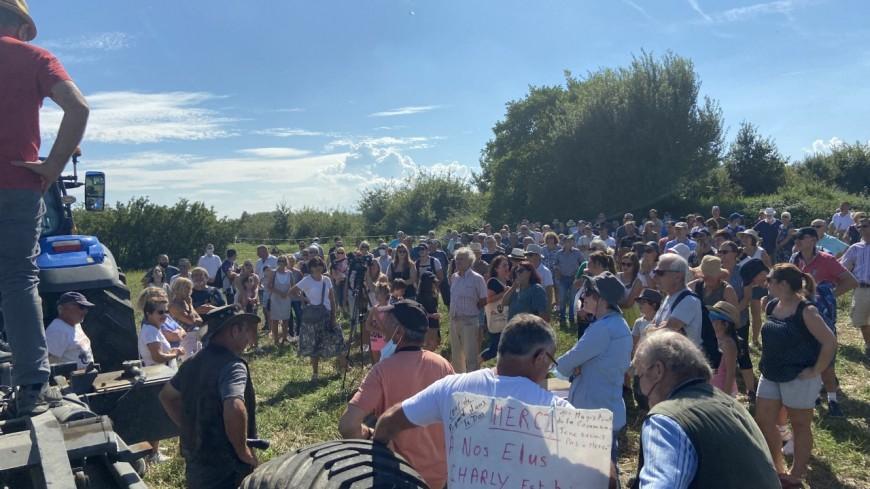 Une centaine de personnes réunies à Charly contre le projet de cimetière de la Métropole de Lyon