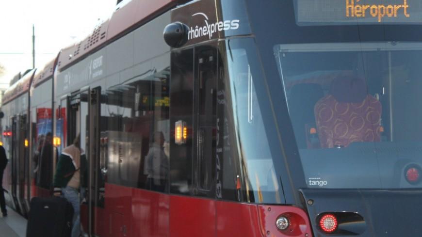 Près de Lyon : quatre blessés dont deux graves dans un accident entre une voiture et le Rhônexpress