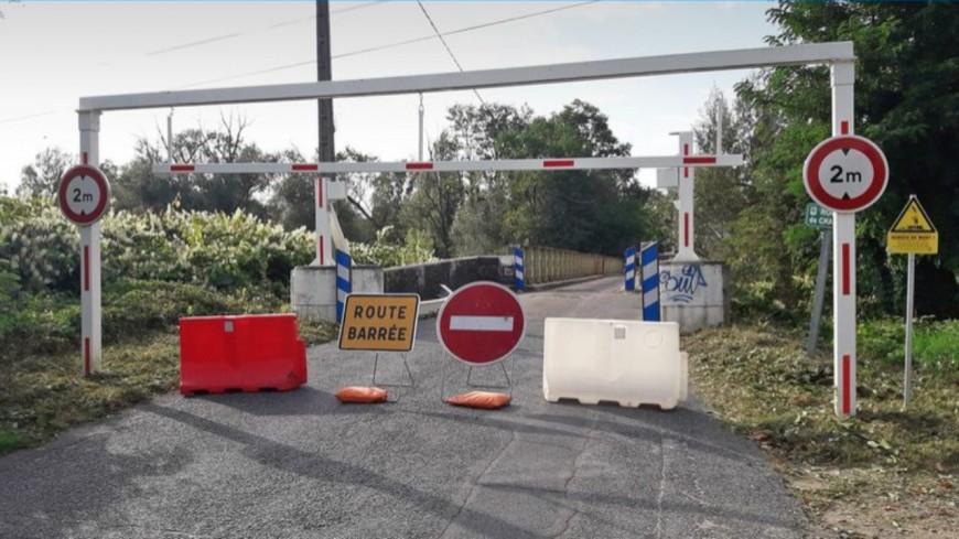 Près de Lyon : le pont de l'Azergues fermé pour deux mois après le passage d'un véhicule hors-gabarit