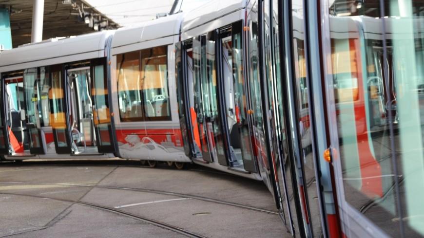 Près de Lyon : un tramway déraille lors d'un choc avec une voiture, un blessé