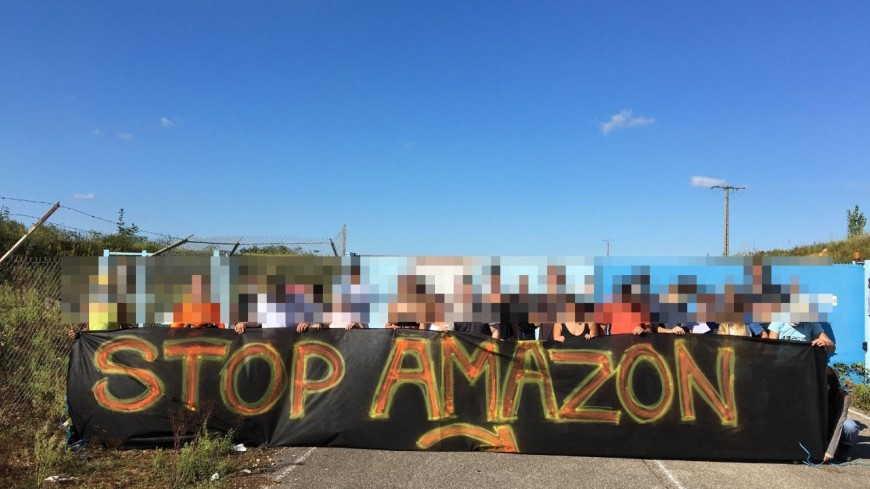 Nouvelle action d'Extinction Rebellion devant le futur entrepôt d'Amazon près de Lyon