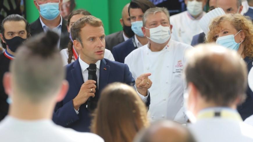 Au SIRHA, Emmanuel Macron se paye un bain de foule au milieu des professionnels de la restauration