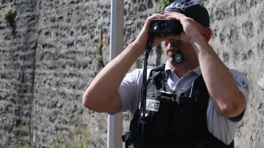Près de Lyon : sans permis, il faisait des appels de phare pour prévenir d'un contrôle de police