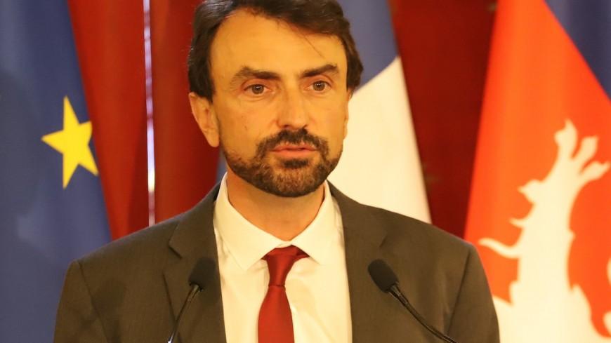 """Présidentielle : le maire de Lyon Grégory Doucet se """"met à la disposition"""" de Yannick Jadot"""