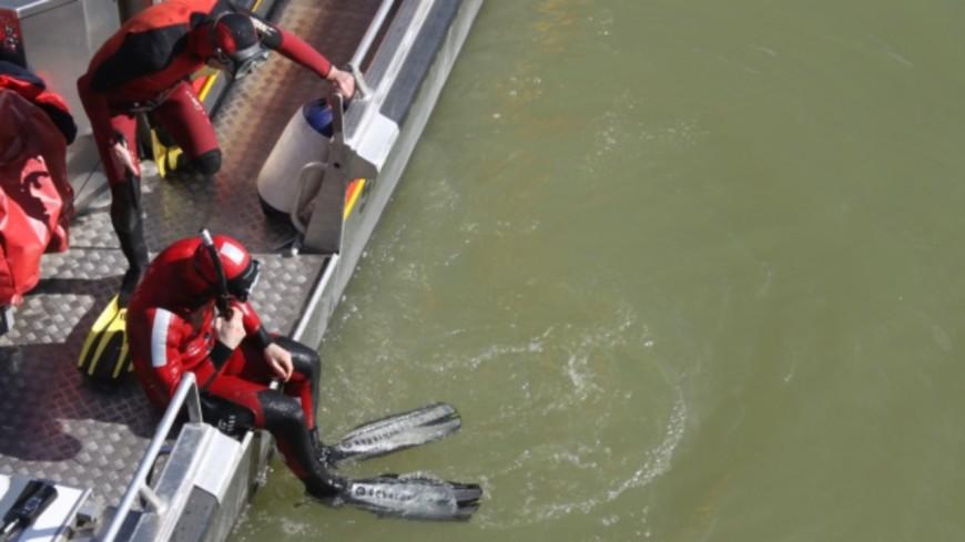 Des témoins aperçoivent un cartable flotter dans le Rhône, un important dispositif de secours déployé au sud de Lyon