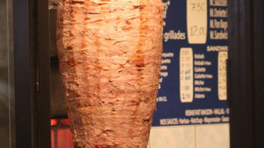 Près de Lyon : il se fait tirer dessus dans les toilettes d'un kebab