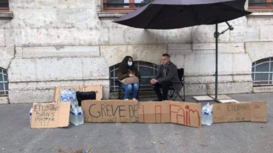 """Etudiants sans master à Lyon : """"On ira jusqu'au bout de la grève de la faim"""""""