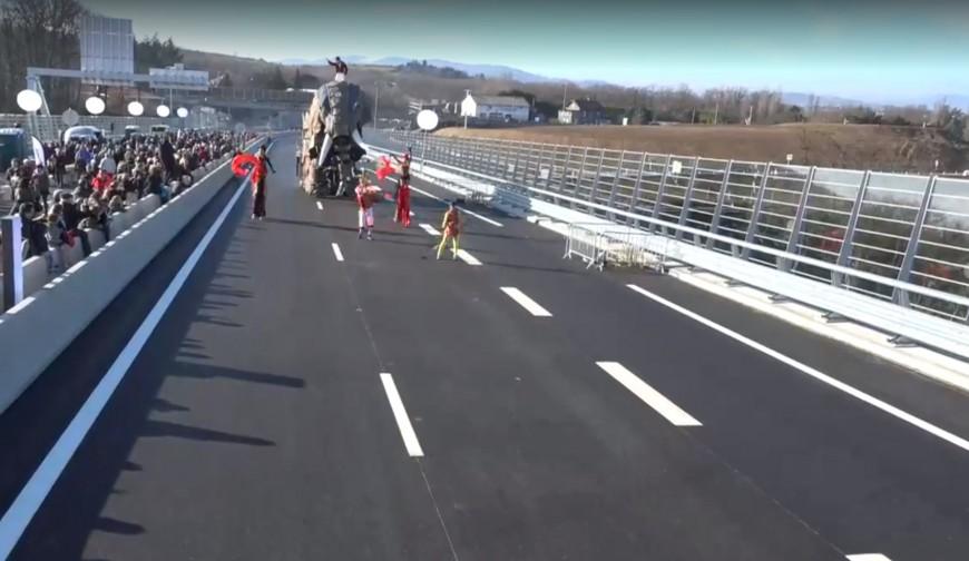 3500 piétons ont traversé le viaduc du Sémanet pour célébrer la fin des travaux
